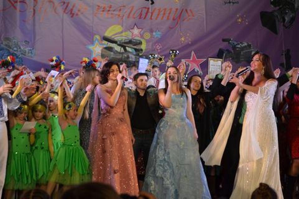 Також для участі у телевізійному проекті було запрошено солістів вокального  колективу «Аніма» Національного університету цивільного захисту України під  ... 053c08820c65b